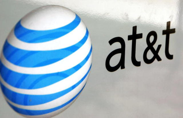 AT and T workers strike local retail stores