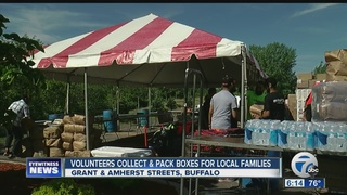 Volunteers gather donations for Project Ramadan