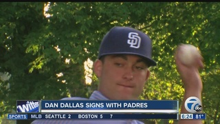 Canisius pitcher Dan Dallas signs with Padres
