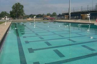 Hyde Park pool opens due to high temps