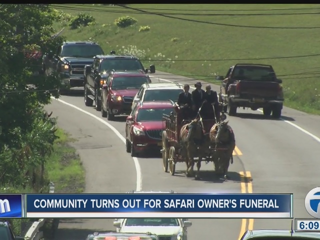 Safari owner funeral draws hundreds of people