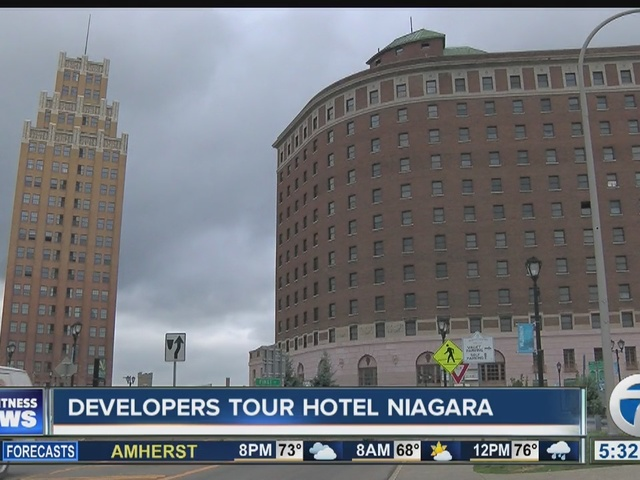 Developers tour Hotel Niagara