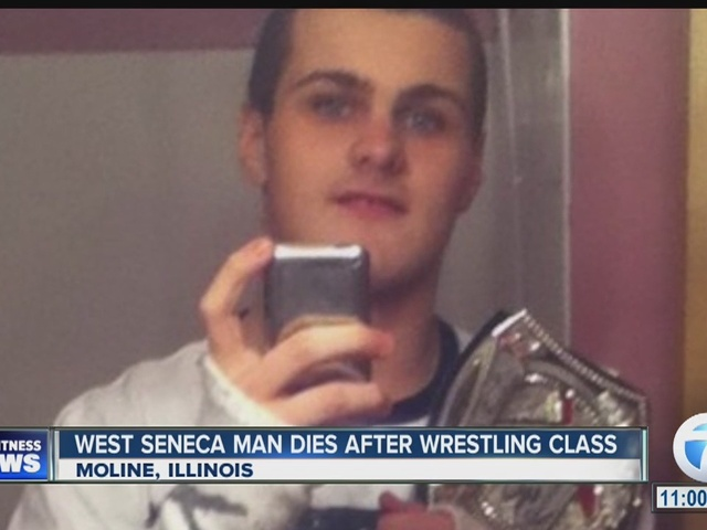 موت أحد الشبان في أكادمية سيث رولينز للمصارعة