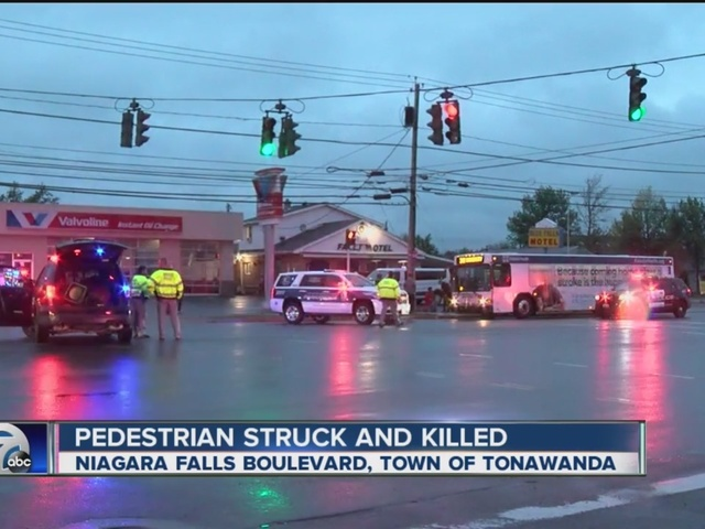 67 year-old man killed crossing Niagara Falls Boulevard