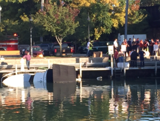 Boat sinks in Tonawanda Creek, leaks gas