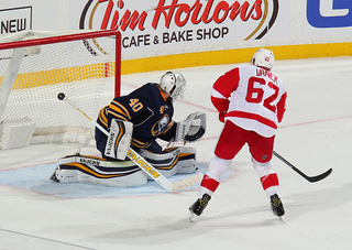 5 Observations: Red Wings top Sabres 2-1 in SO