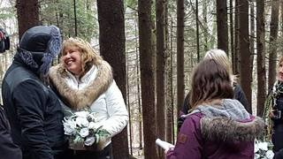 Couple gets married on the slopes