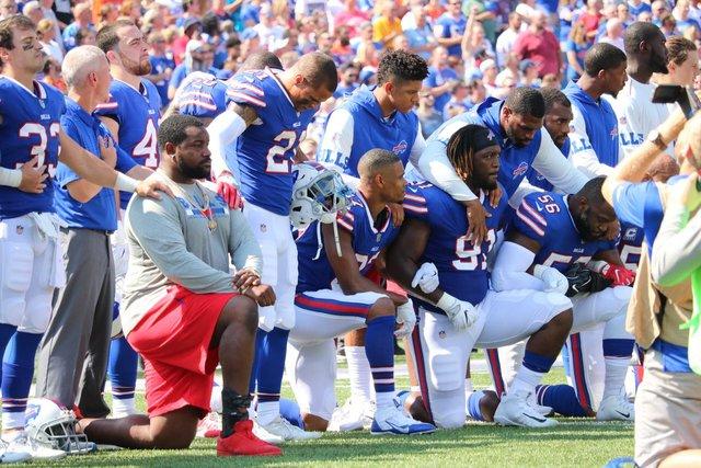 McCoy, other Bills protest during anthem