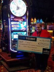 Ohio woman wins big at Seneca Niagara Casino
