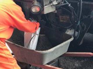 Inmates help fill sandbags