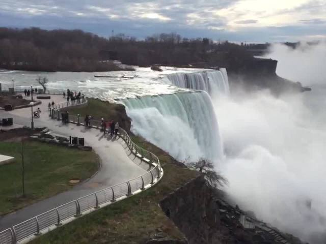niagara falls lights up for a special cause