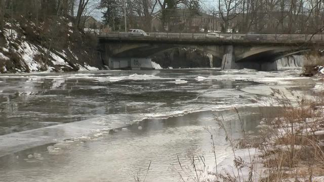 west seneca  buffalo crews clearing ice jam flooding