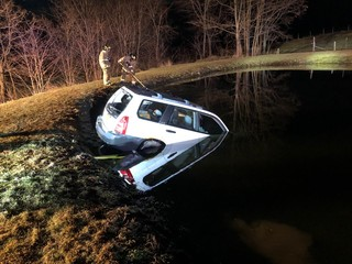 Deputies rescue elderly man from car in a pond
