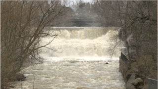 Kayaker injured going over Glen Falls
