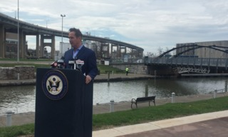 Higgins calls for investments on waterfront