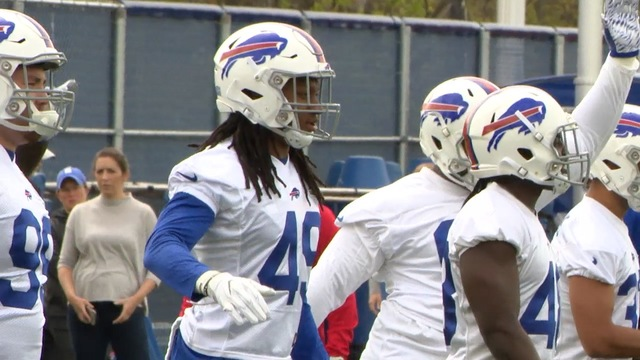 Josh Allen takes snaps at Bills rookie camp, meets Jim Kelly